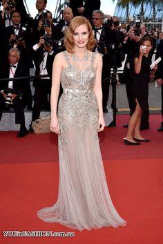 Джессика Честейн также предпочла сверкающее платье Alexander McQueen. Для премьеры фильма «Финансовый монстр» знаменитость выбрала многослойное колье с драгоценными камнями Piaget. Канны 2016