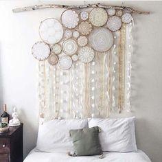 Beautiful lace dream catchers in bedroom's interior / Композиция из кружевных Ловцов снов в интерьере спальни