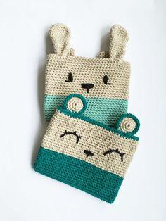 Amaya, o popularmente conocida como Mitxoko , es una ganchillera afincada en Holanda. Nos gusta mucho su trabajo y le encargamos un p... Crochet Storage, Crochet Pouch, Crochet Toys, Knit Crochet, Crochet Girls, Love Crochet, Crochet Handbags, Crochet Purses, Knitted Dolls