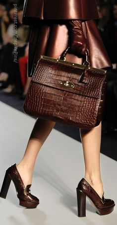 Love this Catwalk choc croc. Style Work, My Style, Look Fashion, Fashion Bags, My Bags, Purses And Bags, Louis Vuitton Handbags, Satchel Handbags, Beautiful Bags