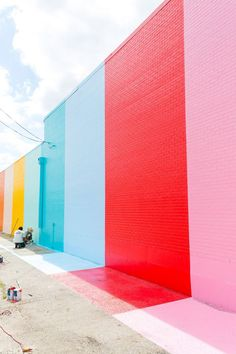 Incredibly inspired by this color wall in Houston compliments of Sugar & Cloth. Check out the paint details of this vibrant, fresh backdrop.