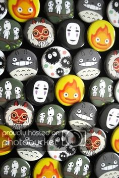 Totoro and Ghibli pals on buttons. Hayao Miyazaki, Rock Crafts, Arts And Crafts, Anime Crafts, Japon Illustration, Ghibli Movies, Rock Painting Designs, My Neighbor Totoro, Stone Art