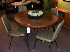 Just in at Retro! ChromeCraft Green Leaves Dinette! Features 2 extra leaves for table expansion!