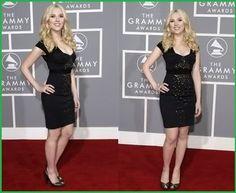 YinN Scarlett Johansson modeling a nice shape for a LBD.