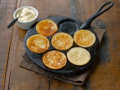 Crumpets Crumpets, Griddles, 20 Min, Griddle Pan, Cornbread, Ethnic Recipes, Food, Small Meals, Grill Pan