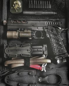 """""""The is the perfect companion thanks to its versatile feature set and its unique pen…"""" Urban Survival, Survival Tips, Survival Skills, Survival Mode, Earthquake Preparation, Emergency Preparation, Bushcraft, Edc Tactical, Tactical Life"""