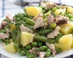 Salade de pommes de terre au thon, haricots et petits pois : http://www.cuisineaz.com/recettes/salade-de-pommes-de-terre-au-thon-haricots-et-petits-pois-65111.aspx