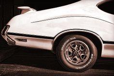 1972 Oldsmobile Cutlass 4-4-2 - by Gordon Dean II