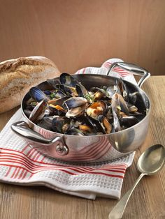 Blue Shell Mussels in Thai Coconut Sweet Chilli
