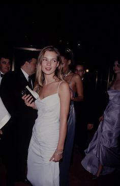Image discovered by VALENTINA. Find images and videos about fashion and kate moss on We Heart It - the app to get lost in what you love. Moss Fashion, Kate Moss Style, Queen Kate, 90s Models, Celebrity Style, Celebs, Celebrities, Prom Dresses, Fashion Design