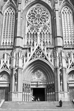 Facade of the Cathedral of La Plata, Buenos Aires - Argentina Paris France Fashion, Amazing Places, Beautiful Places, Bs As, Character And Setting, Gothic Architecture, Window Displays, Urban Planning, Kirchen