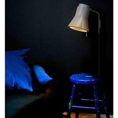 Lámpara de pared Petite de Secto Design te ofrece una luz agradable en tu habitación.