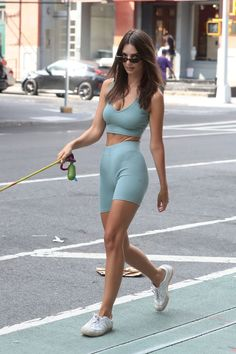 City girls in cycling shorts. Is this a style you see yourself getting on board with? Emily Ratajkowski makes a strong case for the sportswear trend in the city Sporty Outfits, Cool Outfits, Summer Outfits, Fashion Outfits, Womens Fashion, Celebrity Outfits, Celebrity Style, Emily Ratajkowski Outfits, Model Street Style