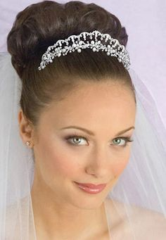 Spanish Style Scalloped Bridal Tiara with Veil