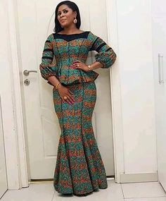 Jupe et chemisier d'Ankara   Etsy African Maxi Dresses, Latest African Fashion Dresses, African Dresses For Women, African Print Fashion, African Attire, Ankara Fashion, African Prints, Africa Fashion, African Women Fashion