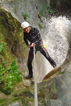 Canyoning - ein spritziges Erlebnis im Wasserfall am Gardasee mit Freelife Fish, Sports, Abseiling, Lake Garda, Waterfall, Tours, Landscape, Hs Sports, Pisces