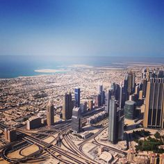 Do 114. andar do Burj Khalifa (Dubai) • 2012  #Dubai #burjkhalifa #EAU #emirates #emirados #arabe #travel #landscape #landscape_lover #lux #fashion #fit #lift #muscle #health #building #floor #high #arabian #night #party #growing #TBT http://tipsrazzi.com/ipost/1507016138859494189/?code=BTp_zGbgDst