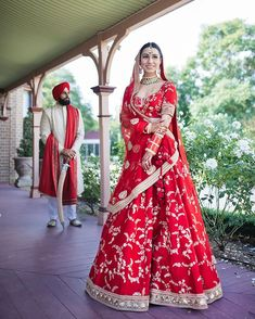 Tips and Tricks For Brides and Grooms To Coordinate Wedding Outfits Indian Bride Dresses, Indian Wedding Wear, Indian Bridal Outfits, Indian Bridal Lehenga, Indian Bridal Fashion, Bridal Dresses, Indian Weddings, Punjabi Wedding Dresses, Wedding Lehanga