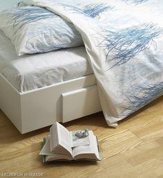 <p>Zobacz pomysł na wykonanie łóżka skrzyni. Możesz dopasować wymiary tego oryginalnego mebla do sypialni według własnych potrzeb. Łóżko z płyty jest lekkie i wytrzymałe. Projekt wykonany jest z płyty MFP, z którym na pewno sobie poradzisz.</p>