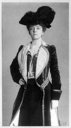 """vintage everyday: 24 Beautiful Vintage Portrait Photos of a Young Alice Roosevelt Longworth, Also Known as """"Princess Alice"""" and """"The Other Washington Monument"""" 1900s Fashion, Edwardian Fashion, Edwardian Era, Victorian Era, Alice Roosevelt, Theodore Roosevelt, Roosevelt Family, Historical Women, Historical Clothing"""