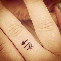 arrow small finger tattoo