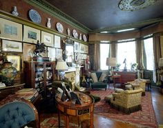 Victorian drawing room at Linley Sambourne House, 18 Stafford Terrace showing aesthetic interior Victorian House Interiors, Victorian Manor, Tuscan Style Homes, French Style Homes, William Morris Wallpaper, Drawing Room Interior, Victorian Fireplace, Gothic House, Elegant Homes