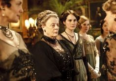 Cora (Elizabeth McGovern) - Violet (Maggie Smith) - Mary (Michelle Dockery) - Edith (Laura Carmichael) - Sybil (Jessica Brown-Findlay) - Isobel (Penelope Wilton) - Downton Abbey