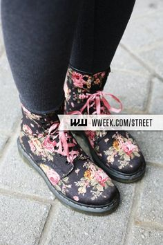 At least 9 months out of the year are boots and tights season here in Portland, and I know a Dreamer wearing exactly this pair of boots today...