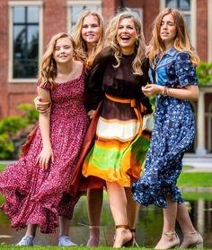 Dutch Princess, Princess Diana, Dutch Royalty, Queen Maxima, Royal House, Summer Photos, Bridesmaid Dresses, Wedding Dresses, Photo Sessions