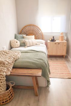 Bedroom Decor For Couples, Room Ideas Bedroom, Diy Bedroom, Design Bedroom, Bedroom Inspo, Fall Bedroom, Wooden Bedroom, Bedroom Small, Master Bedrooms