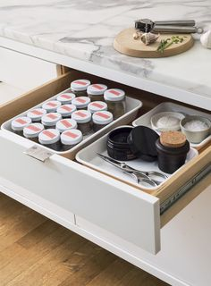 The Organized Spice Drawer: 8 Rules for Decanting Kitchen Spices - The Organized Home Kitchen Drawer Organization, Spice Organization, Kitchen Drawers, Kitchen Storage, Small Apartment Decorating, Apartment Design, Decorating Hacks, Apartment Kitchen, Apartment Therapy
