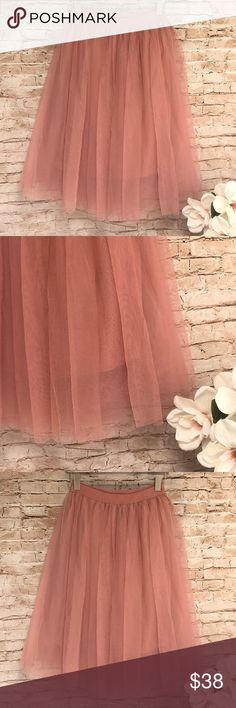 "MIDI LENGTH TULLE SKIRT Gorgeous!!!! Beautiful tulle skirt with a shorter lining underneath and Elastic waistband. Size M Waistband 13"" Lining length 22"" Total skirt length 27"" Skirts Midi"