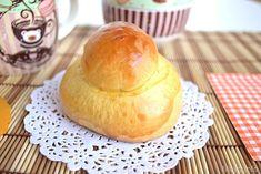 Le brioche siciliane o brioche col tuppo, sono delle brioche soffici e profumate che si gustano calde a colazione con il cappuccino, oppure farcite con il gelato