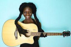 La créatrice de mode Laetitia Ky aime ses cheveux et les transforme en art en réalisant des sculptures bluffantes qu'elle partage sur son compte Instagram. Originaire de Côte d'Ivoire, Laetitia Ky est une créatrice de mode qui fait parler d'elle sur les réseaux sociaux avec une créativité bien particulière. En plus de partager ses créations …