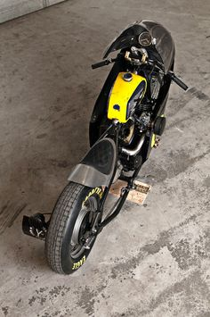 Yamaha XVS 650 Drag Star 1997 by Mademenbikes #motorcycles #bobber #motos | caferacerpasion.com