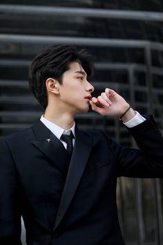 Korean Boys Hot, Korean Boys Ulzzang, Cute Asian Guys, Cute Guys, Asian Actors, Korean Actors, Cover Wattpad, Li Hong Yi, Song Wei Long