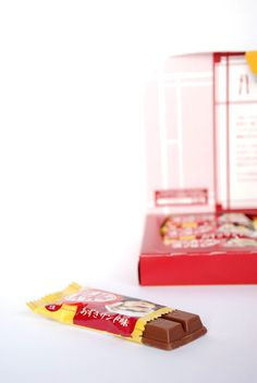 Om Nom Nomad - Red Bean Sandwich Flavor (Azuki Sand Aji) Kit Kat