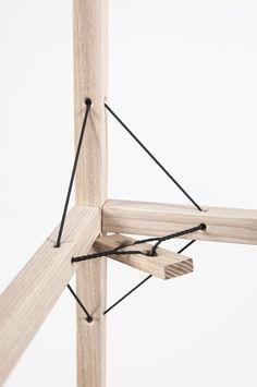 Die Holme des Drill Regals werden in den Knotenpunkten per Schnur verspannt. Damit kann auf Schrauben und Leim verzichtet werden.