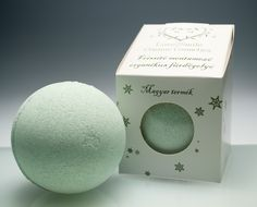 Refreshing mint-fields bathball