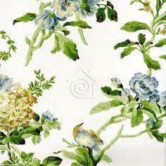 Perfecta combinación floral de rosas de zarza y flores silvestre en tonos azules, mostazas y tosatods con hojas verdes sobre fondo blanco roto.   Sus flores y hojas recrean fielmente el clásico estilo ingles gracias a su textura que simula los sutiles trazos del pincel de los papeles que eran pintados a mano.