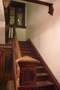 1900 house in Rockwood, TN. Alternate staircase.