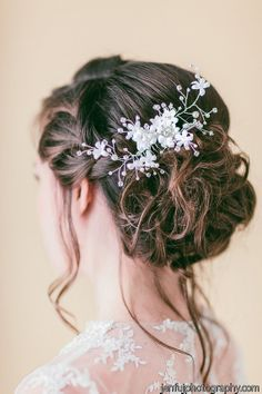 Updo hairstyle for wedding - whimsical wedding hair do- low, twisted updo with white hairpiece {Blooming Beauty by Cammy} Wedding Braids, Wedding Hairstyles With Veil, Pretty Hairstyles, Updo Hairstyle, Whimsical Wedding Hair, Wedding Hair And Makeup, Hair Makeup, Hair Wedding, Braided Updo