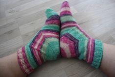 Hupsistarallaa: Karusellisukat Knitting Socks, Knit Patterns, Cast On Knitting, Knit Socks, Knitting Patterns, Knit Stitches, Crochet Pattern, Knitting Stitch Patterns, Crochet Patterns