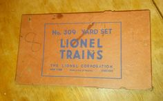 VINTAGE LIONEL TRAIN YARD SET NO. 309 SIGNS IN ORIGINAL BOX 8 PCS *USED