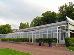 Prostorné zastřešení terasy CORSO využito pro komerční účely jako zastřešení venkovního sezení.