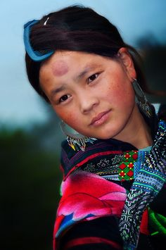 This is beautiful.   Black Hmong Girl, Sapa, Vietnam