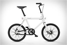 Dutch company Vanmoof have added a new minimalist bike to their growing collection, The T Series is a compact urban cruiser designed for densely populated cityscapes. The functional and innovative bike features all the benefits and styling of a regul Bike Motor, Velo Cargo, Kids Bicycle, Gadgets, Urban Bike, Expedition Vehicle, Cycling Art, Electric Bicycle, Bicycle Design