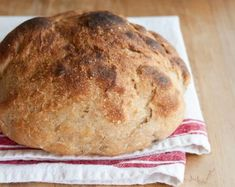Une miche de pain à la mijoteuse : c'est facile et délicieux! Crock Pot Slow Cooker, Crockpot, Bread Recipes, Cooking Recipes, Bien Entendu, Bagel, Vegetarian Recipes, Muffins, Good Food