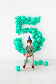 Need balloon ideas for your next kids party? Well, never fear - as we have enlisted the help of kids party expert Tanya Castellino from Life's Little Celebrations to break down what is trending! Giant Balloons, Number Balloons, Birthday Balloon Decorations, Birthday Balloons, Diy Birthday, Birthday Party Themes, Deco Ballon, Party Expert, Diy Party