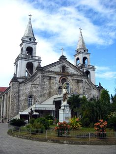 Will pass by Jaro Cathedral later. Philippine Architecture, Iloilo City, Visayas, Building Photography, Catholic Churches, What A Beautiful World, Famous Buildings, Philippines Travel, Travel Tours